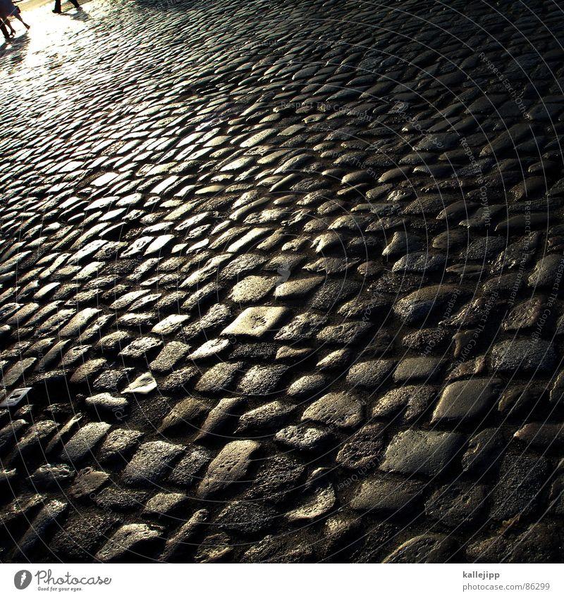 1. mai Mensch Straße Schuhe gehen laufen Spaziergang Asphalt Straßenbelag Kopfsteinpflaster Sonnenbad Handwerker krabbeln Arbeiter Wiedervereinigung