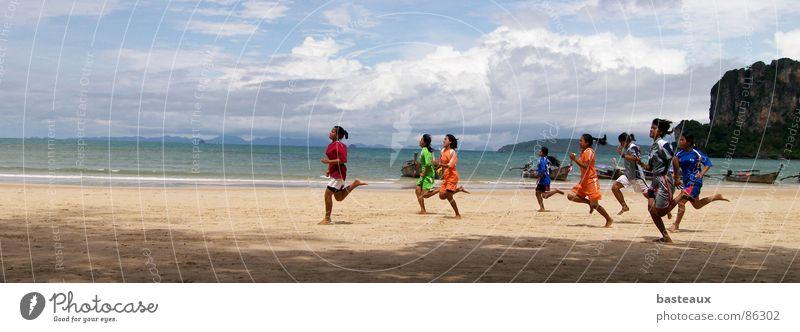 Strandläufer Meer Menschengruppe Kraft laufen rennen mehrere Ziel Asien Fitness Sportveranstaltung Flucht Läufer Thailand Joggen Ausdauer Eile