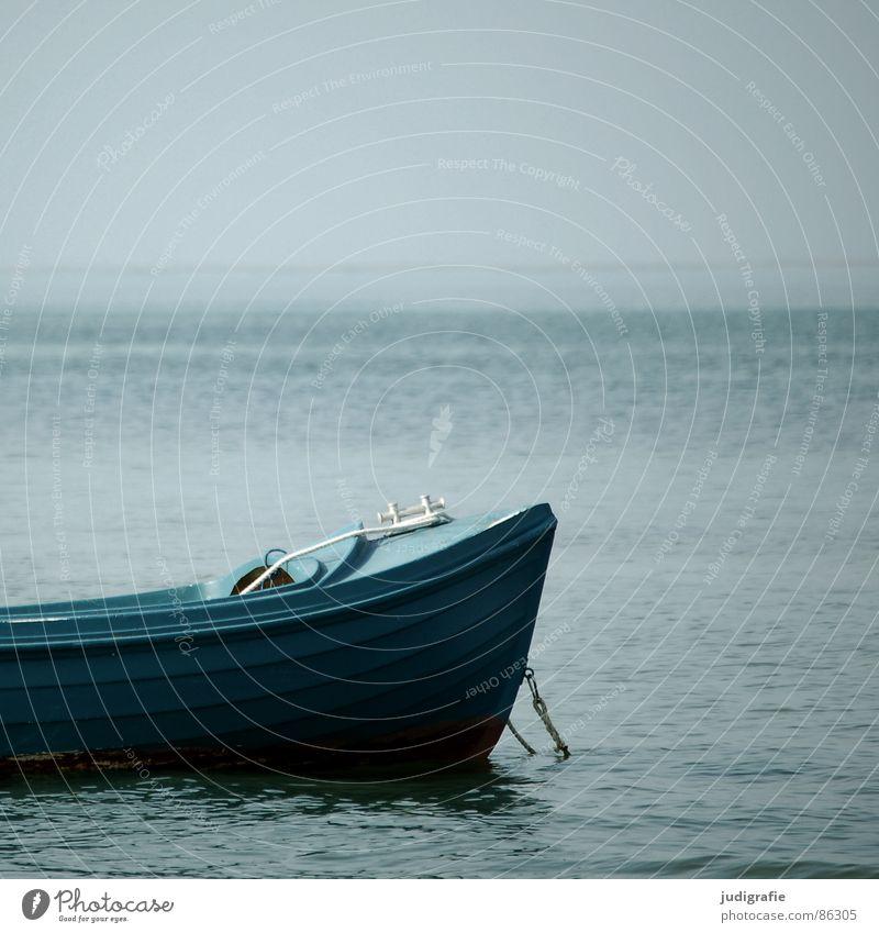 Ruhe See Wasserfahrzeug rot Anker ruhig Ferien & Urlaub & Reisen Liegeplatz Ankerplatz Schifffahrt Frieden Meer Strand Küste Himmel Ostsee
