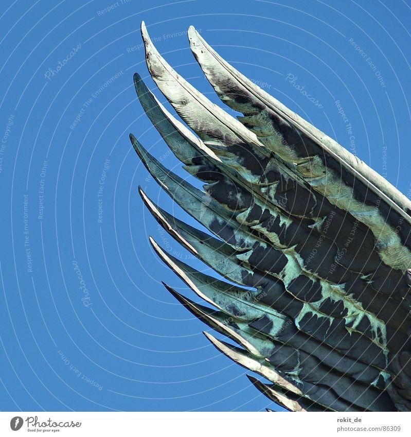 Flieg.... blau schwarz grau Deutschland Feder Flügel Spitze Bild Tragfläche türkis Denkmal Statue Frankreich Wahrzeichen flau Torso