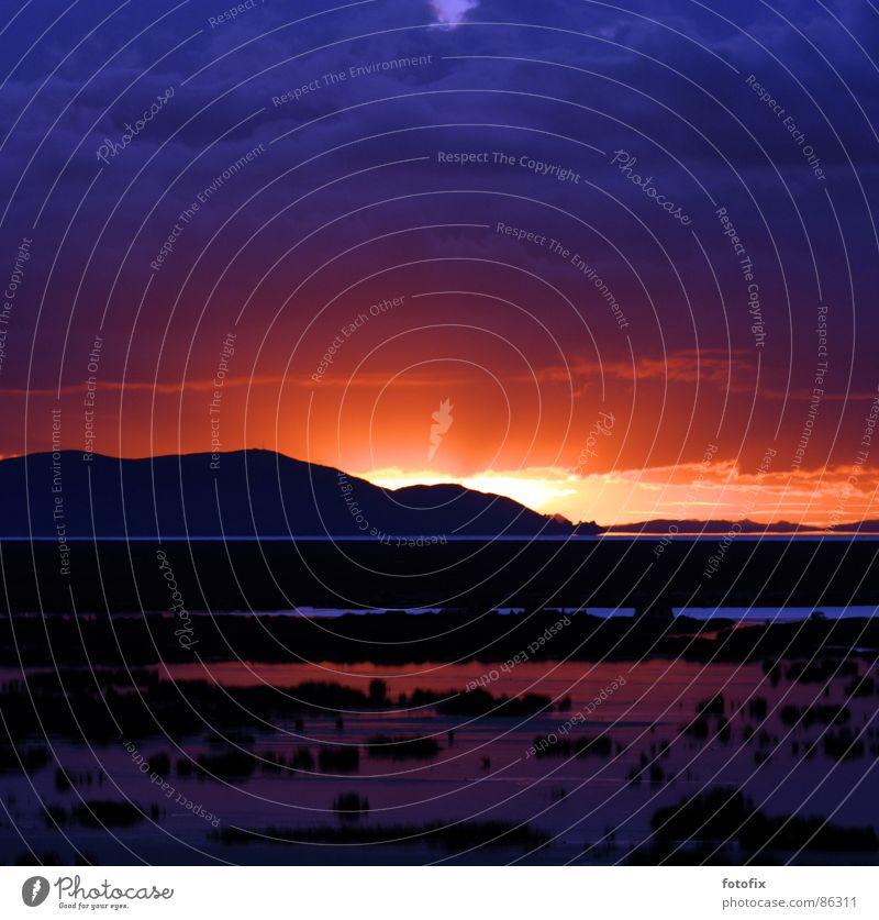 Titicacasee See Sonnenaufgang ruhig aufwachen Peru Sonnenstrahlen Morgen Südamerika Himmel Wasser Morgendämmerung