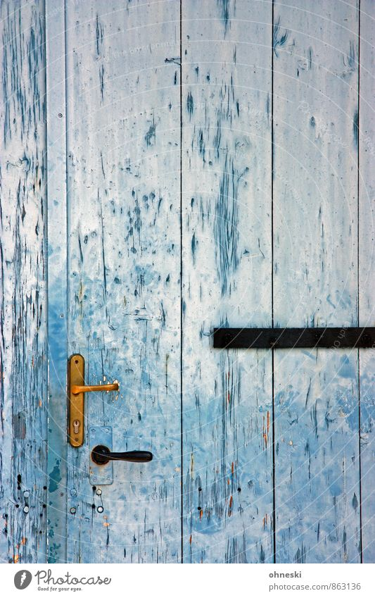 Eingang Tür Türöffner Türschloss Holz blau Häusliches Leben alt Farbfoto Außenaufnahme Muster Strukturen & Formen Textfreiraum oben Textfreiraum Mitte Tag