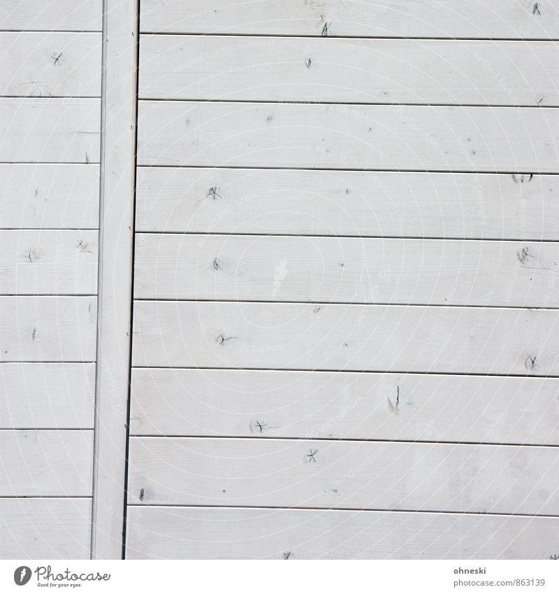 Windschief Hütte Mauer Wand Fassade Holzbrett grau weiß Neigung Fehler Farbfoto Gedeckte Farben Außenaufnahme abstrakt Muster Strukturen & Formen