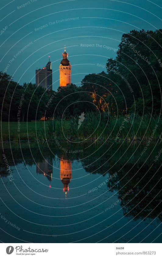 Wie wirklich ist die Wirklichkeit ... harmonisch ruhig Umwelt Landschaft Wasser Baum Sträucher Park Seeufer Oase Stadtrand Rathaus Bauwerk Gebäude Wahrzeichen