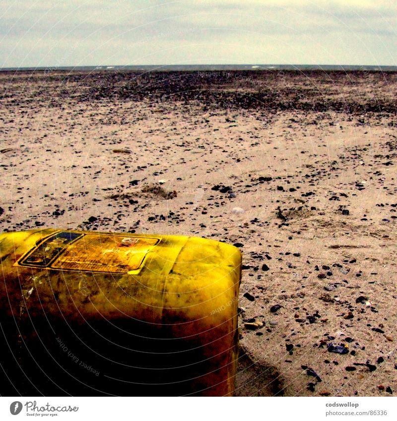ätzbadstrand Strand Umwelt Sand Horizont Klimawandel Küste gelb Endzeitstimmung Moral Umweltverschmutzung Vergänglichkeit achtlos künstlich Eimer Abnutzung