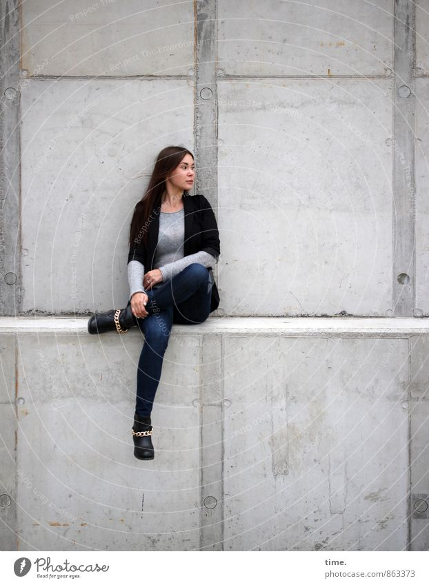 . Mensch Jugendliche Stadt schön Erholung ruhig 18-30 Jahre Ferne Erwachsene Wand feminin Mauer Stein träumen elegant sitzen