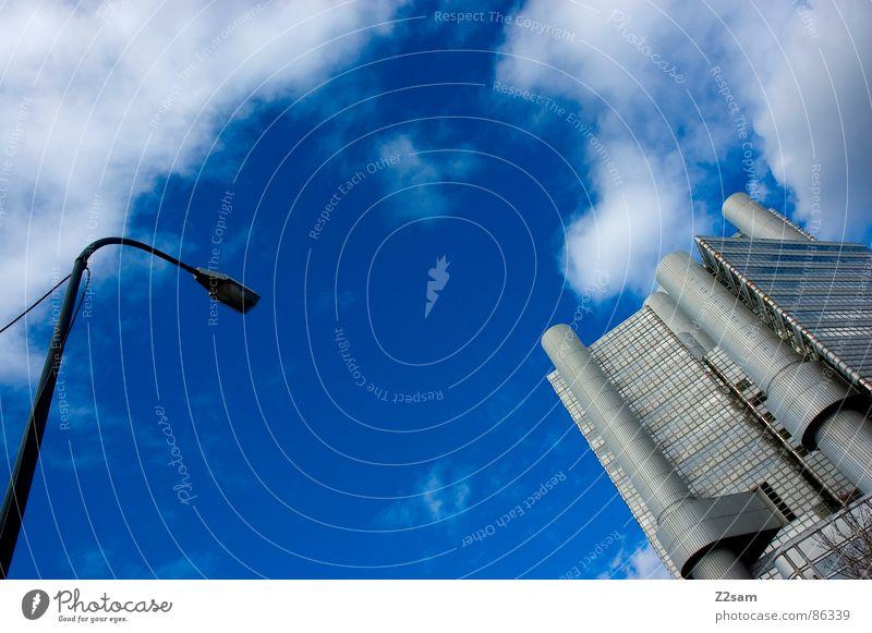 gegenüberstellung II Gegenüberstellung links rechts Richtung Himmelsrichtung Haus Futurismus Stil Architektur Gesprächspartner zeigen modern sky clouds blue