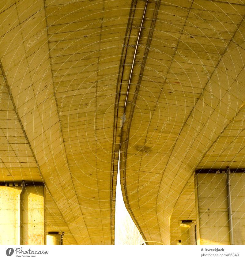 Under the Bridge Güterverkehr & Logistik Stadt Koloss Schnellstraße unten Beton Brückenpfeiler Verkehrswege betonpfeiler massenmensch Straße concrete Stein