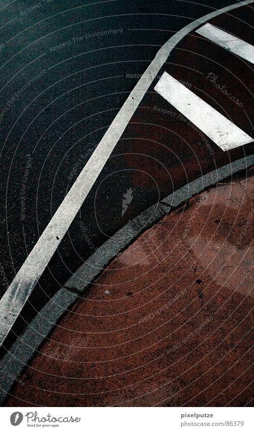 parkplatzsuche     rot schwarz gelb Straße Farbe Leben kalt grau Wege & Pfade Wärme Linie Zufriedenheit Schilder & Markierungen verrückt Kraft Perspektive
