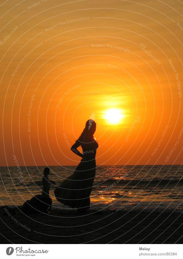 Beachgirl Sonnenuntergang Goa Indien Abenddämmerung Meer Indischer Ozean Romantik Ferien & Urlaub & Reisen Badestelle Freizeit & Hobby schön Sommer