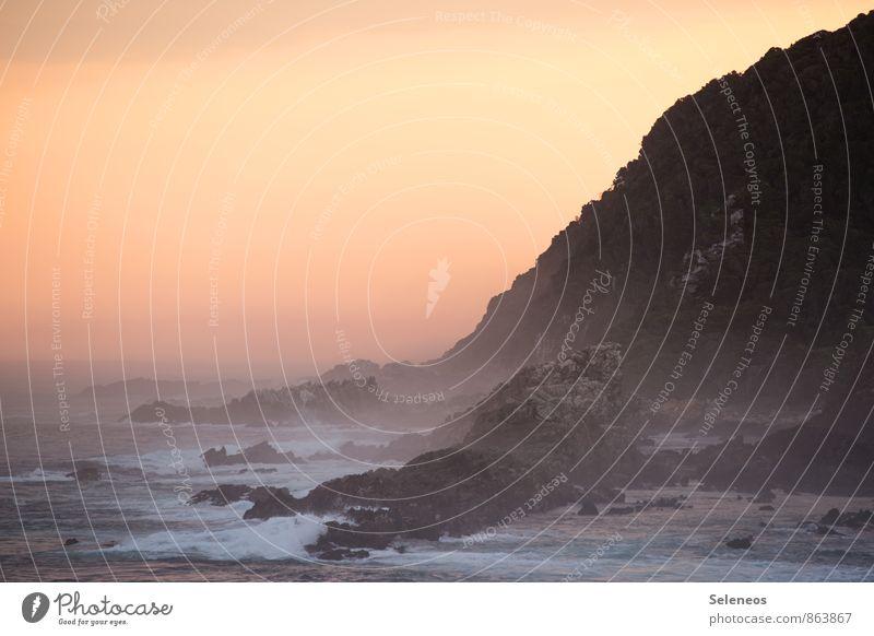 Küstenromantik Natur Ferien & Urlaub & Reisen Sommer Sonne Meer Landschaft Strand Ferne Umwelt Berge u. Gebirge natürlich Freiheit Felsen Horizont Wellen