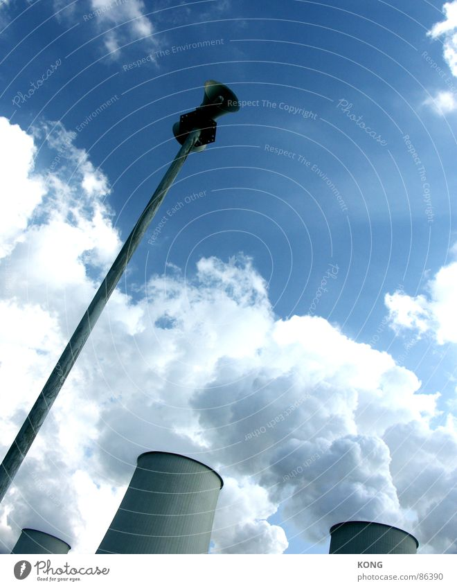 achtung Himmel Wolken Kraft Nebel Wetter Kraft Industrie Turm Klima Lautsprecher Respekt Vorsicht Blauer Himmel Wasserdampf Megaphon Alarm