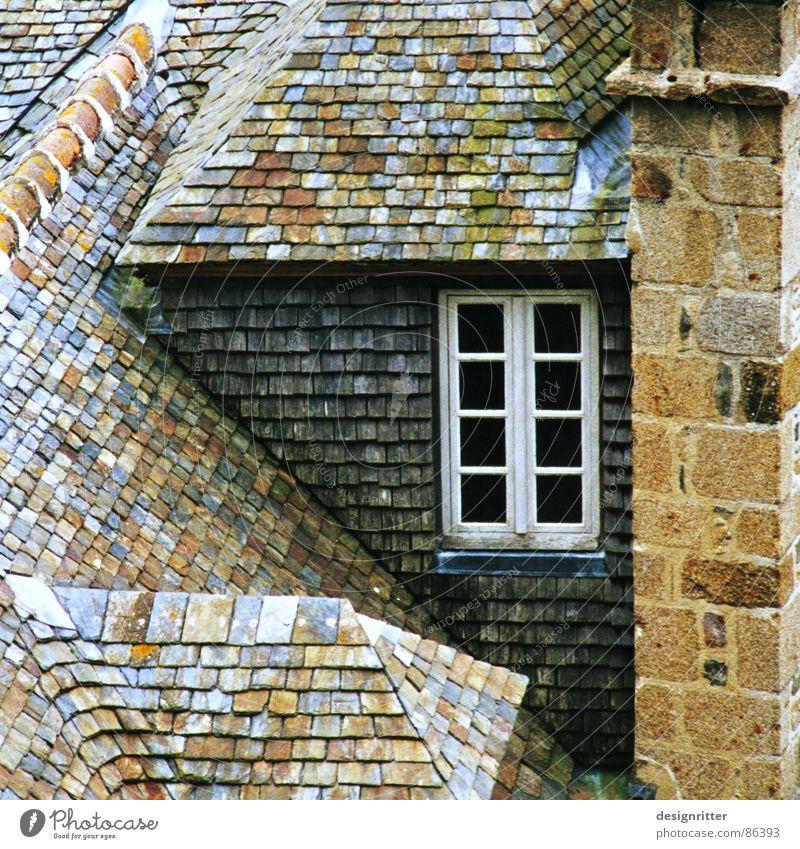 Häusle Dach Schornstein Fenster Haus Frankreich Normandie Cottage Detailaufnahme Hütte roof shale smoke stack smoke pipe chimney window windows france french