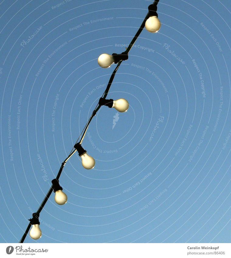 Bald verboten. Himmel schwarz springen Vergänglichkeit Mitte türkis Umweltschutz Glühbirne Leitung Verbote Alexanderplatz Biergarten März Girlande ungesetzlich