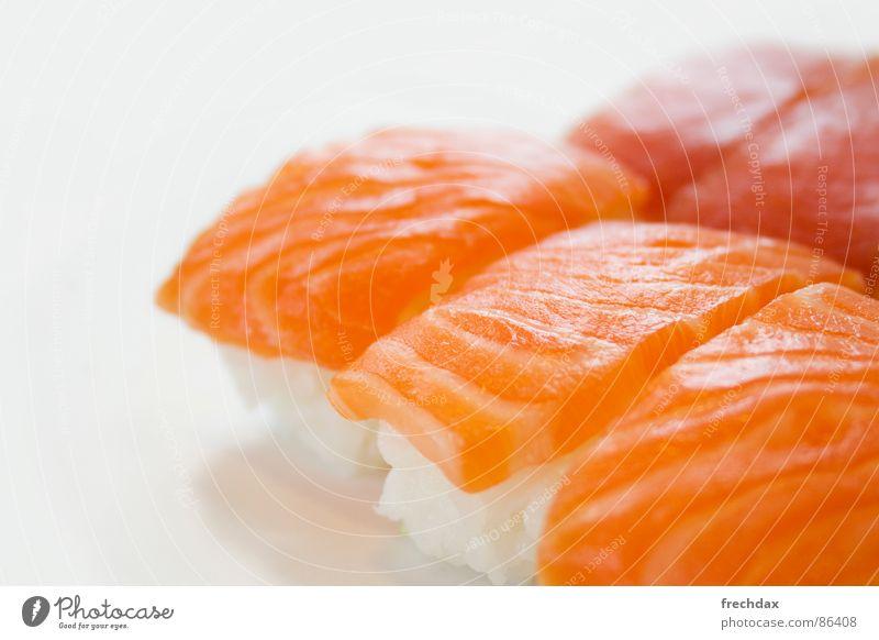 frechlax rot Ernährung orange frisch Fisch lecker exotisch geschnitten Delikatesse Fischgericht Sushi roh Lachs Protein Foodfotografie Vor hellem Hintergrund