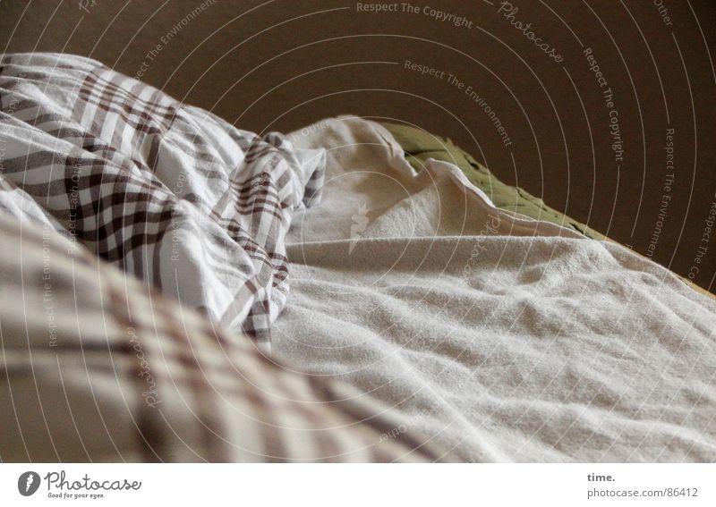 Die Ruhe nach dem Sturm Freude ruhig Verkehr Seil schlafen Bett Vergänglichkeit Bettwäsche Falte kariert Wäsche Decke werfen Lager Aggression Tuch