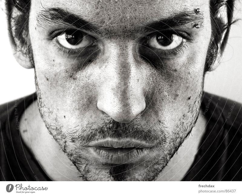 DUNKEL Mann Gesicht Auge schwarz dunkel Perspektive Bart Schwarzweißfoto böse Piercing Aggression Aussehen Brennpunkt fixieren Barthaare