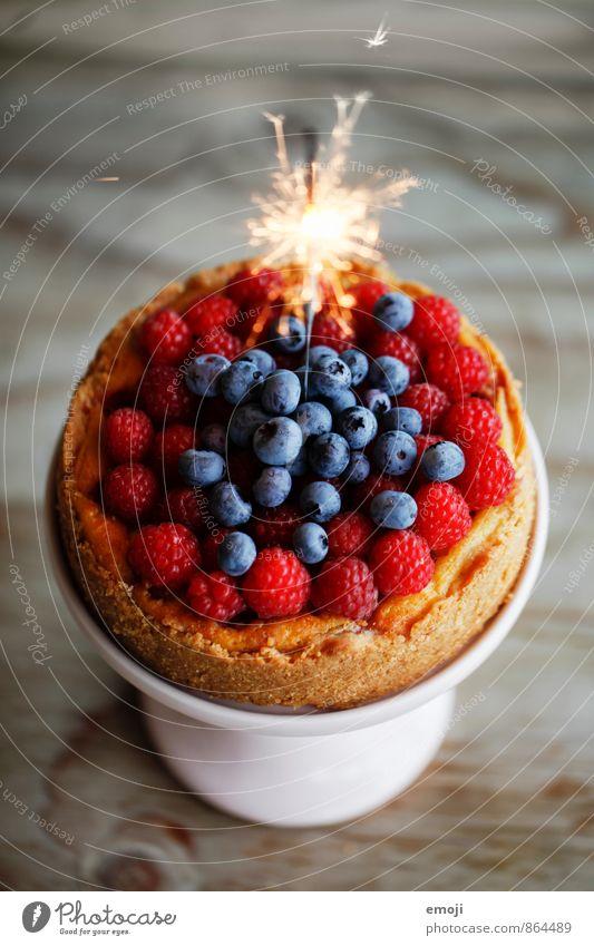 cake Frucht Kuchen Dessert Beeren Ernährung Vegetarische Ernährung lecker süß Torte Geburtstag Geburtstagstorte Wunderkerze Farbfoto Innenaufnahme Nahaufnahme