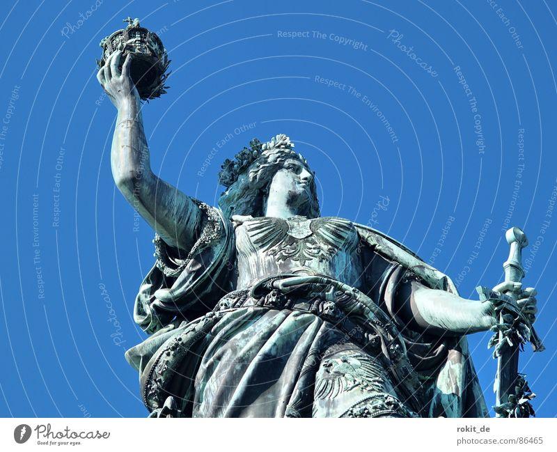 The world in my hand Frau Deutschland Erfolg Engel Frieden Kleid Brust Vergänglichkeit Statue dick Denkmal Wachsamkeit Krieg Skulptur Wahrzeichen Baumkrone