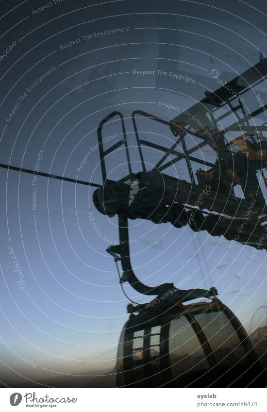 Gondel Gaukelei Himmel ruhig Ferne Erholung Fenster Schnee Berge u. Gebirge Wetter Freizeit & Hobby Technik & Technologie Aussicht Gipfel Sonnenbad frieren