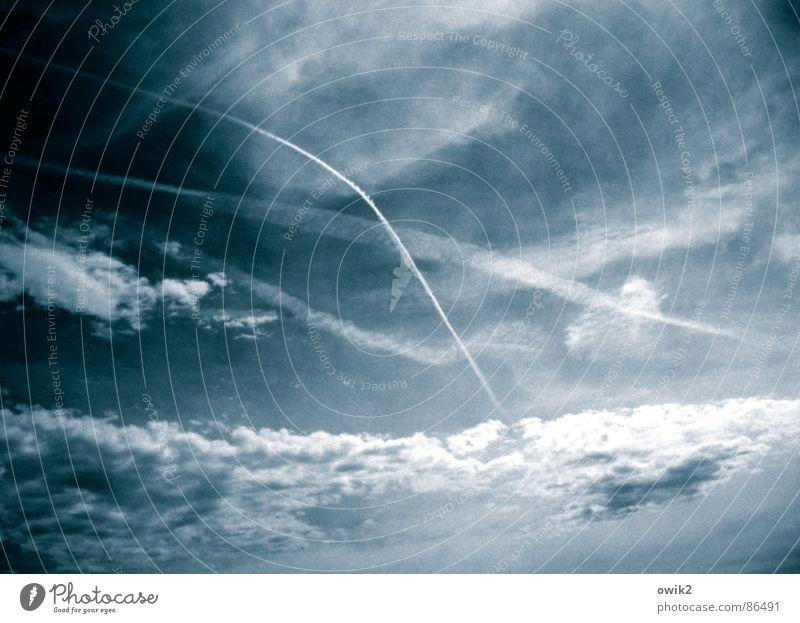 Eine Art höhere Harmonie blau weiß Wolken schwarz Ferne Umwelt oben Freiheit Luft Linie Klima Tourismus Luftverkehr Schönes Wetter Unendlichkeit Gewalt