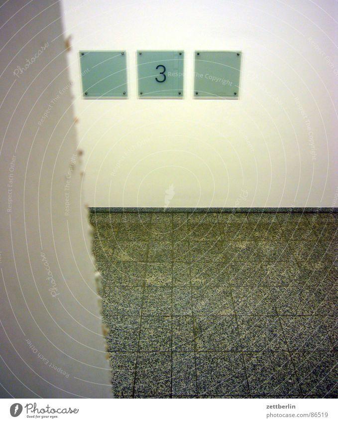 Treppenhaus Schilder & Markierungen 3 Schriftzeichen Bodenbelag Hinweisschild Ziffern & Zahlen Typographie Etage Flur Orientierung Treppenabsatz Beschriftung