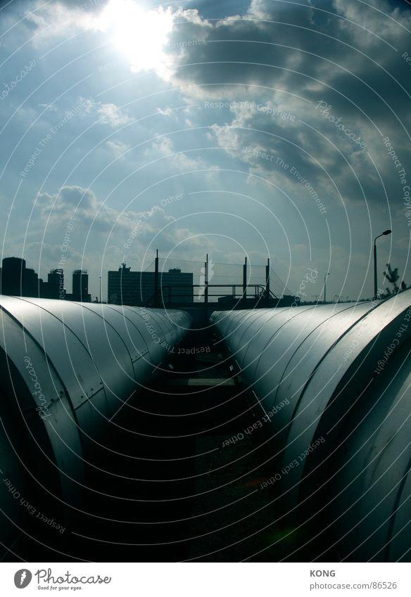 pipelined Himmel Sonne Wolken Wärme Metall Horizont glänzend Industrie Industriefotografie Skyline Röhren Strahlung Leitung Heizkörper blenden heizen