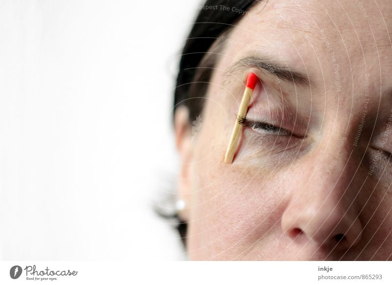 Montagmorgen Frau Erwachsene Leben Gesicht Auge 1 Mensch 30-45 Jahre Streichholz machen schlafen warten lustig Gefühle Stimmung Wachsamkeit Selbstbeherrschung