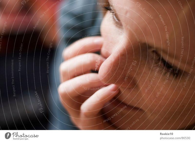 Kopfkino Frau schön ruhig Erholung träumen Zufriedenheit ästhetisch trist weich Frieden Freundlichkeit zart Gelassenheit Müdigkeit Langeweile sanft