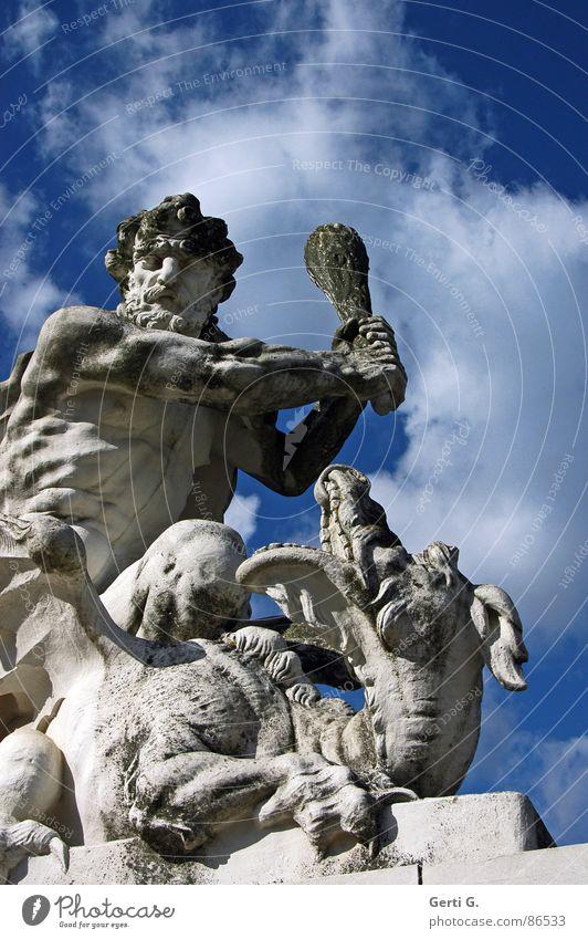 ich mach dich Krankenhaus verlieren Aggression weiß-blau schlagen Züchtigung Drache Skulptur drohen stark Wucht Macht Steinfigur blau-weiß himmelblau retten