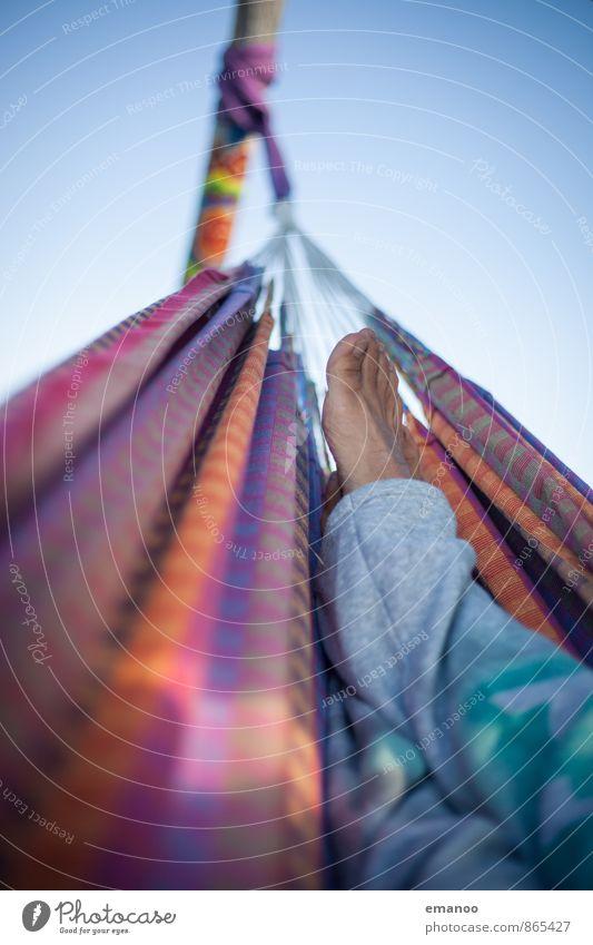wo hängst du so? Himmel Natur Ferien & Urlaub & Reisen Mann Sommer Sonne Erholung ruhig Freude Ferne Erwachsene Gefühle Stil Freiheit Fuß liegen