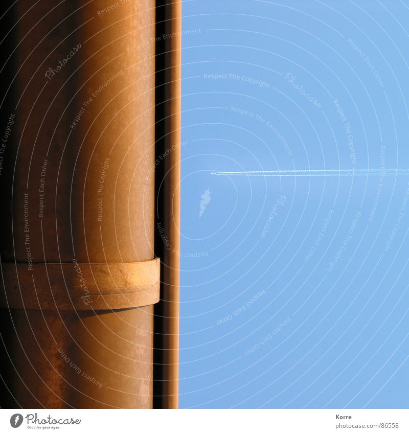 Aaaangriiiff! Himmel Ferien & Urlaub & Reisen Flugzeug Luftverkehr Klima Röhren Handwerk Fernweh Leitung Regenwasser Düsenflugzeug Erdgaspipeline Dachrinne Fluggerät Abwasser Kondensstreifen