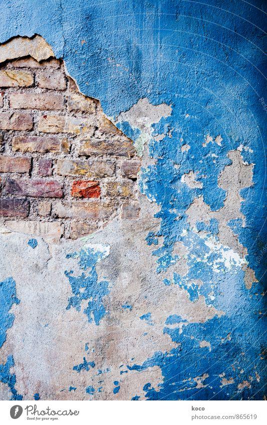 another brick in the wall Haus Bauwerk Gebäude Mauer Wand Fassade Stein Sand Beton Backstein alt rebellisch trashig blau orange rosa rot schwarz weiß Einsamkeit