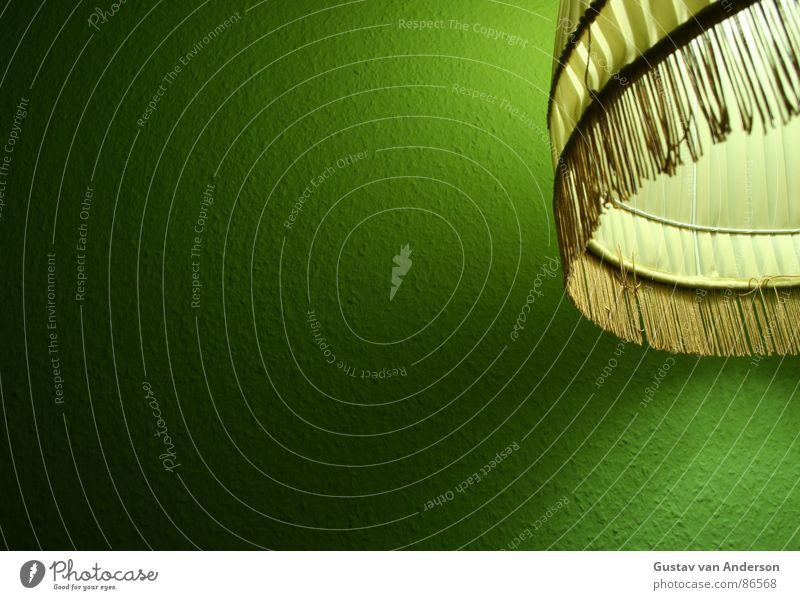 mit stock und schirm Stehlampe grün Licht grell Tapete Stoff Glühbirne Wohnung gelb Draht Baseballmütze Flutlicht Kapuze Schutzhelm Möbel Armleuchter Farbe