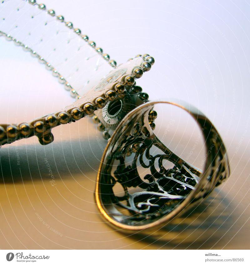 - anlegestelle – schön Gold Kreis Dekoration & Verzierung Reichtum Schmuck silber Leder verschönern Armband Schnörkel Krimskrams prächtig Armreif Modeschmuck