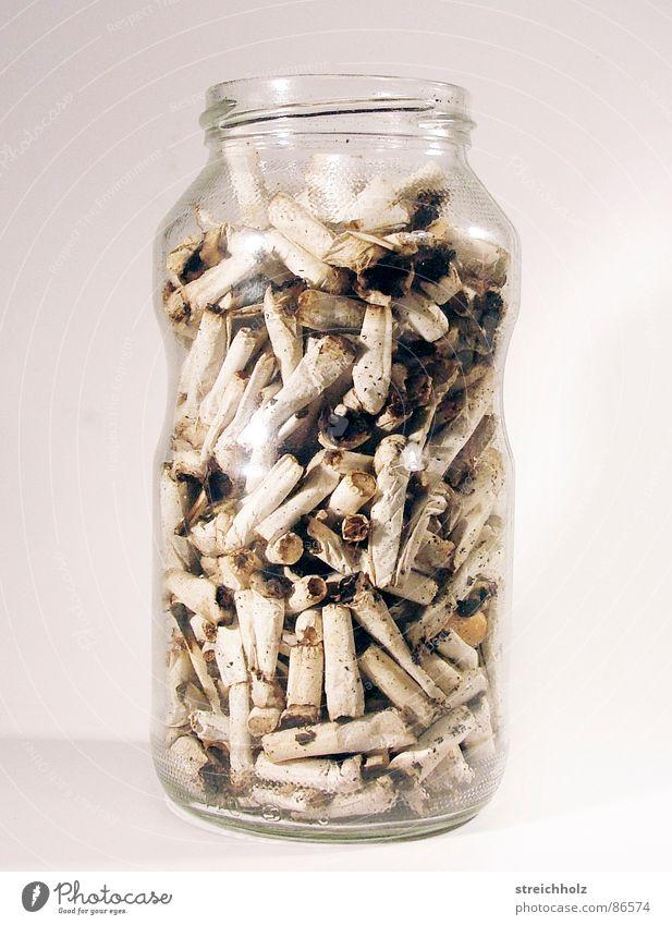 Rauchen als Sammelleidenschaft Tod Kraft Ernährung Vergänglichkeit Ziel machen Zigarette schließen Motor einrichten Ausgang Politik & Staat Medien Apokalypse