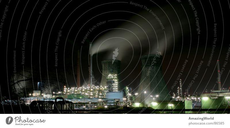 Nachtschicht dunkel Arbeit & Erwerbstätigkeit hell Beleuchtung Industrie Fabrik Turm Neonlicht Scheinwerfer HDR Kunstwerk Lichtschein Schichtarbeit Nachtlager