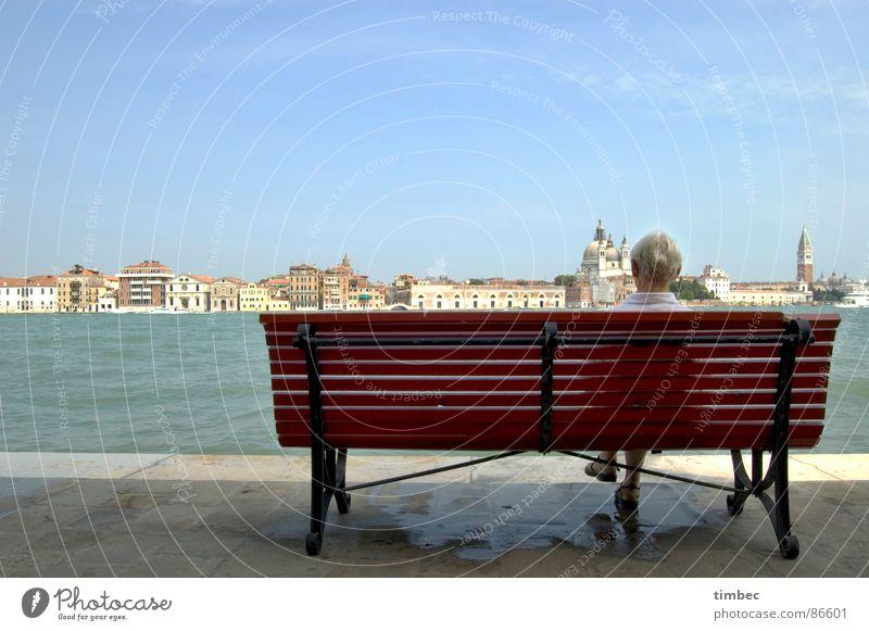 Venezia wundaba Frau Himmel Wasser weiß schön rot Einsamkeit Erholung dunkel Architektur Wege & Pfade Mauer Denken Schuhe blond Hintergrundbild