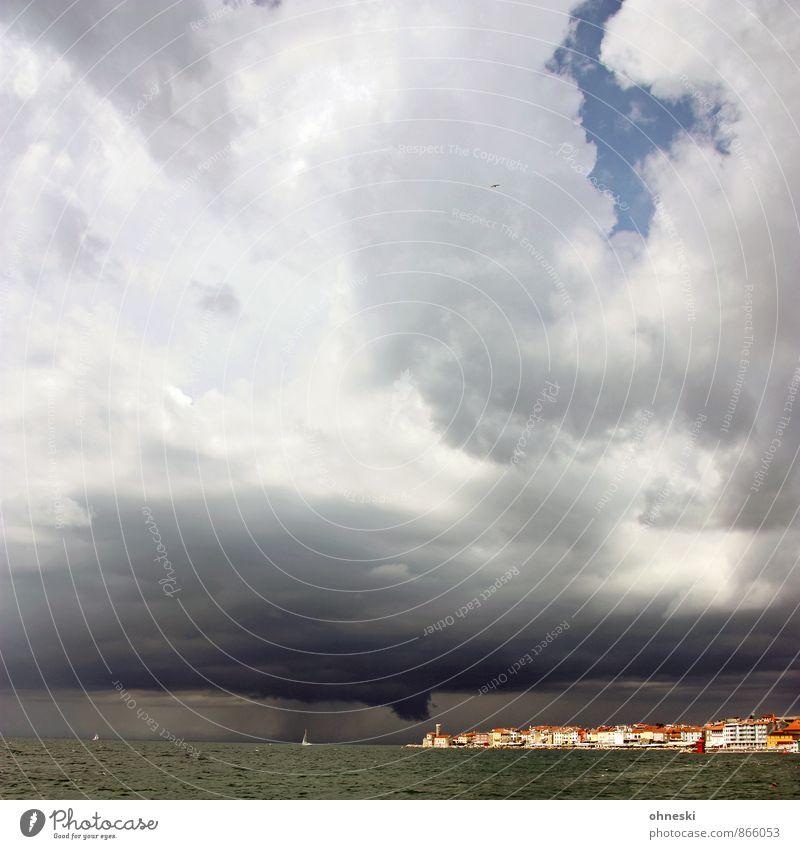 |1000| Touché Luft Wasser Gewitterwolken Wind Sturm Meer Adria Piran Slowenien Fischerdorf Stadt Haus Klima Ferne Naturgewalt Klimawandel Farbfoto Außenaufnahme