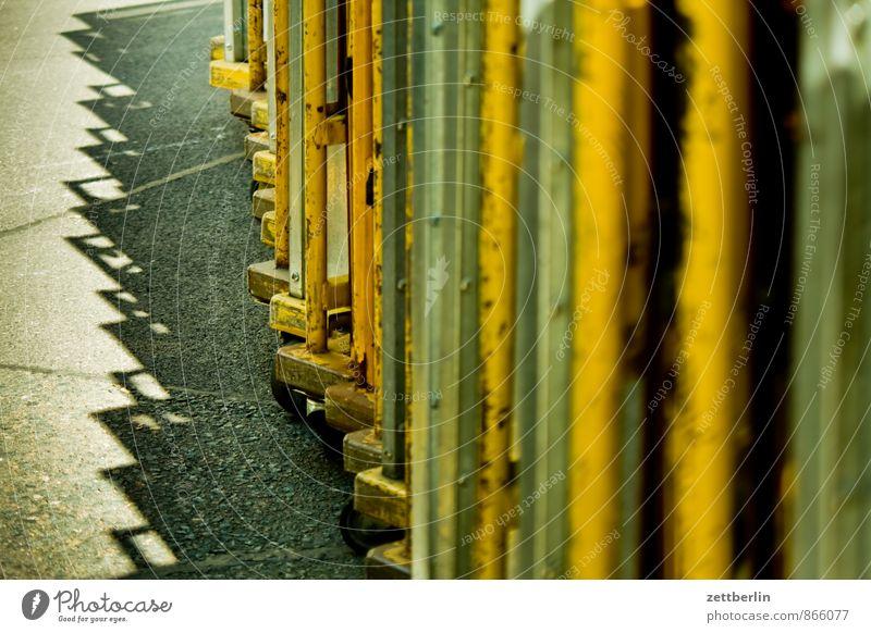 Transport Karre Schubkarre Güterverkehr & Logistik Transporter Lastenfahrrad Transportfahrzeug Verkehrswege Post Versand Handel Lager Versandhandel Kasten