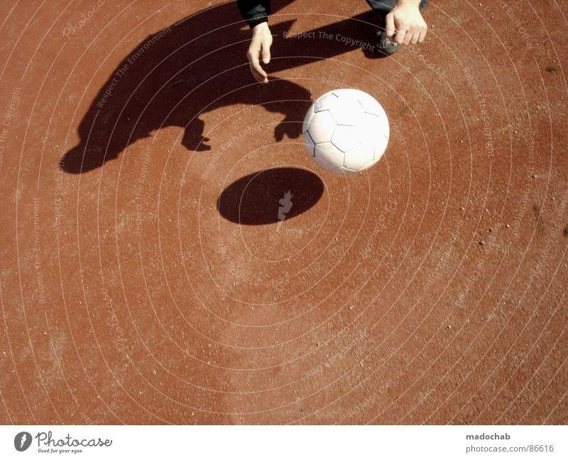 DANCING WITH MYSELF Hartplatz Ballsport Spielen Freizeit & Hobby Hand Sommer transpirieren Schweiß toben Freude lustig Sommerloch Sportveranstaltung Saison