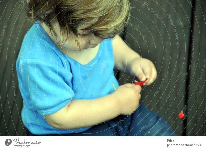 Entdecker Mensch maskulin Kind Baby Kleinkind Kindheit 1 0-12 Monate beobachten Beratung berühren entdecken sitzen Rosenblätter forschen mehrfarbig