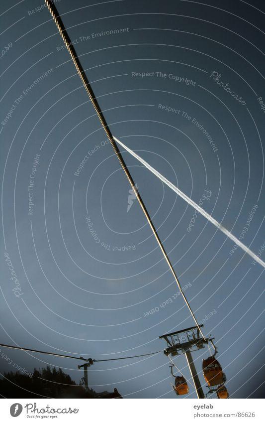 32° Himmel kalt Schnee Berge u. Gebirge Bewegung hoch Flugzeug Seil Ecke Technik & Technologie Güterverkehr & Logistik Schönes Wetter Stahl tief aufwärts Fahrstuhl