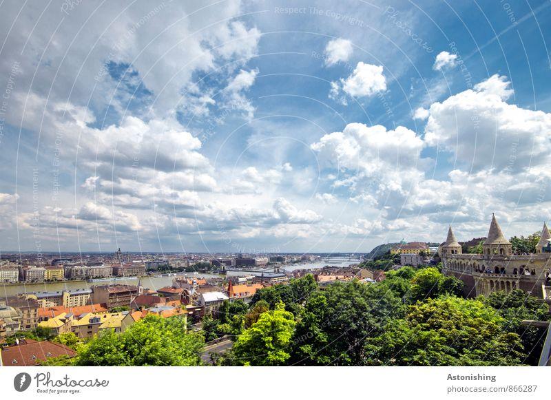 Budapest Himmel Natur blau Stadt Pflanze grün Sommer Baum Landschaft Blatt Wolken Haus Umwelt Wand Mauer hell
