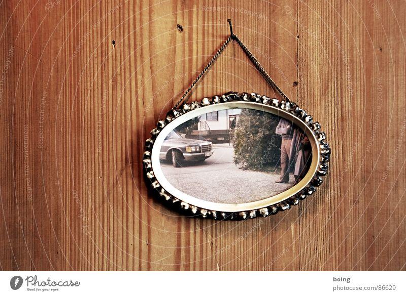 Die guten Jahre der Anderen 101 Limousine Vorstadt Vorfahren parken Platzhalter Wahlkampf Vorgarten Einfahrt Chauffeur Parkplatz Holzvertäfelung Bilderrahmen
