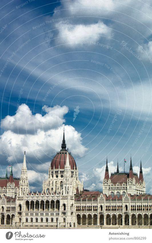 Parlament Budapest II Himmel blau Stadt weiß Sommer Wolken Haus Umwelt Architektur Gebäude Luft Wetter Fassade Tür stehen groß