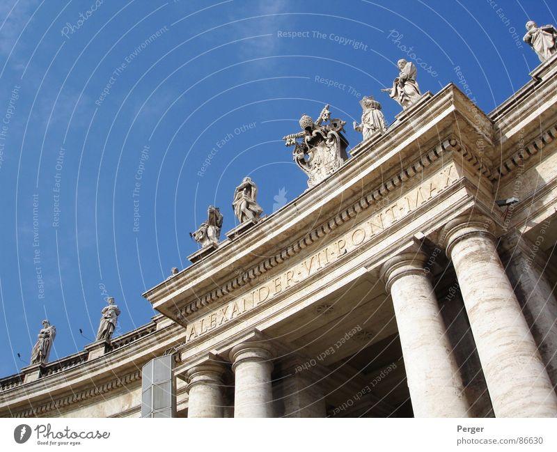 Dem Himmel so nah Vatikan Rom heilig Statue Eingang Sightseeing Religion & Glaube Katholizismus Kunst historisch Denkmal Gotteshäuser Säule Päpste Blauer Himmel