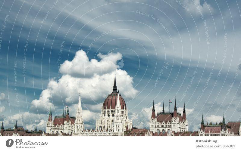 Parlament Budapest I Umwelt Luft Himmel Wolken Wetter Schönes Wetter Ungarn Stadt Hauptstadt Altstadt Menschenleer Haus Palast Bauwerk Gebäude Architektur Mauer