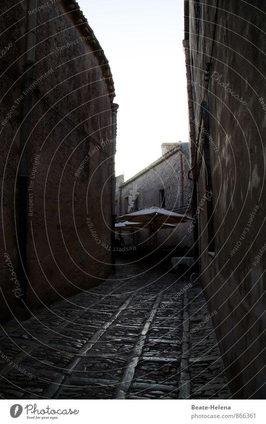 sizilianische Gasse Ferien & Urlaub & Reisen schön Haus dunkel Wand Wege & Pfade Mauer Stein Angst Tourismus Ausflug bedrohlich Italien Platzangst Stadtzentrum