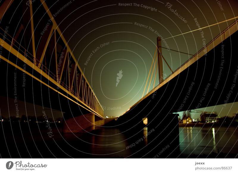 Fluchtpunkt Wasserfahrzeug hell Beleuchtung Brücke Elektrizität Fluss Autobahn Stahl Trennung Brückengeländer Rhein Nachtaufnahme Landstraße Abendsonne Fernstraße Stahlträger